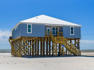 NEW LISTING! Beachfront home w/deck, well-equipped kitchen, breathtaking views
