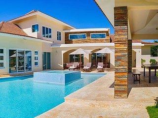 Beautiful 4 bedroom Villa,private swimming pool, all inclusive!