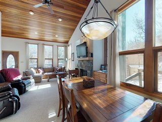 NEW LISTING! Spacious mountain townhome w/deck & fireplace-near skiing & golf