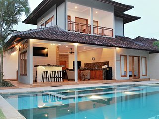 Villa Wayan is a great 5 bedroom villa with 12 seater outdoor spa