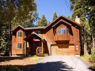 Griggs House - HOT TUB - Close to Tahoe City!