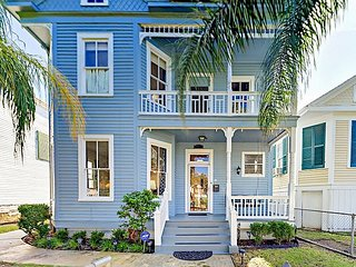 Completely Renovated 3BR Nestled Between the Strand & Beach