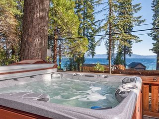 'Dun Lookin' - 4BR w/ Private Hot Tub & Pier, Large Yard