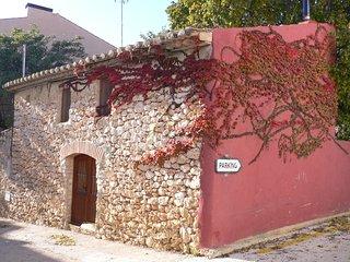 Casa rural  con  jardin privado, situada en un entorno rural y a 6km de la playa