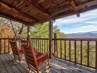 NEW LISTING! Cozy log cabin w/private hot tub, fireplace & deck-close to town