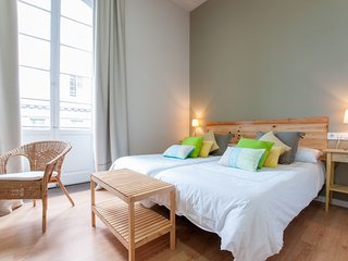 Triana Bella Suites - Casa de 9 habitaciones dobles con banos+TV+WIFI