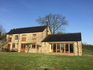 5* Swallow Barn, Lydford, Dartmoor - 2 acre garden overlooking Dartmoor