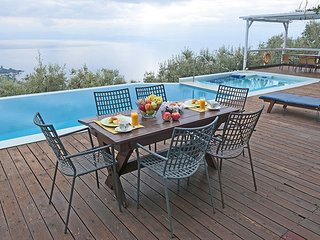 Villa,Panoramic view,private pool,garden,4-7person