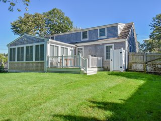 #617: Less than a mile to downtown, close to beaches and surrounded by ponds!