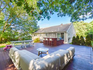 #905: Fully renovated, mahogany deck with granite bar, walk to Scargo Lake!