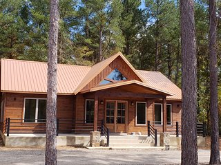 Brand new! Copper Hideout Cabin! 2 BR; 2 Bth; Hot Tub; Fire Ring; Wifi; Roku