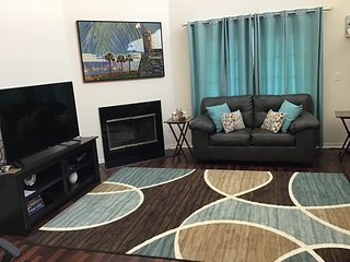 Gorgeous 3 B/R Townhome mins from Clearwater Beach