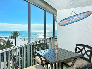 Renovated Beach Front  2BR/2BA  Condo, Steps to beach, Gulf of Mexico Views
