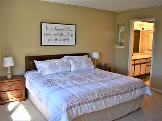 Fully Furnished Branson Condo with indoor/outdoor pool