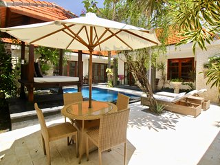 VILLA BETUTU, LUXURY 3 BDRM VILLA, POOL, OUTDOOR AREA,WITH BEACHFRONT ACCESS