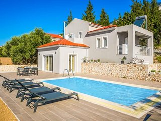 2 bedroom Villa in Lourdata, Ionian Islands, Greece : ref 5690415