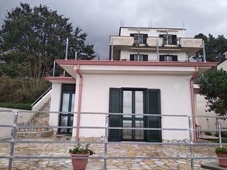 casa vacanza indipendente giardino  ampio terrazzo