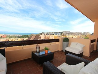 Duquesa Village: Well furnished apartment with sea views