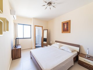 2 mins from the sea! 2BR bright apartment