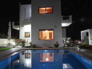 Anastasia Villa, Private Walk in Pool, WiFi, AirCon