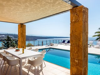 Luxury,captivating,beachfront,pool,view