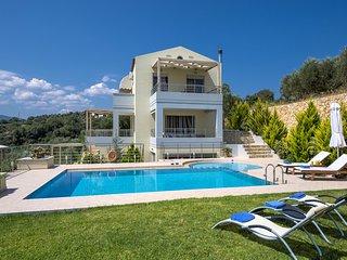 Athinais Luxury Villa, Private Walkin Pool, WiFi,AirCon