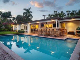 Luxurious Waterfront Oasis W/ Sprawling Patio & Heated Pool