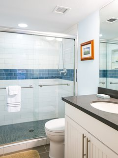 Fully remodeled guest bath near the entry area