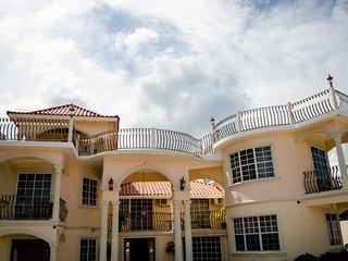 Tiana Villa - Pinnacle View