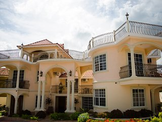 Pinnacle View Estate Tiana Villa