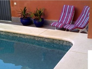 Moderna casa con piscina privada. Arquitectura moderna.