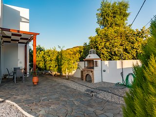 SUNNY  HOUSE OF DRAPANIAS is  a  85sq .m  maisonette with 200sq.m  yard