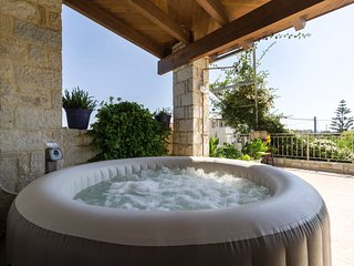 Private Jacuzzi - Stone House 'Konstantinos'