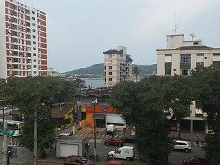 Amplo apartamento de 3 dts na Ponta da Praia com vista para o mar!