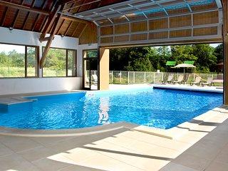Maison ensoleillee et rustique pour 8 | Acces piscine et bain a remous
