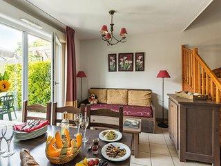 Maison cosy avec jardin prive | Acces piscine et bain a remous