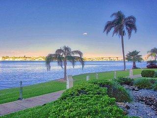 Waterfront 180 Degree Views Condo - Sunrise, Sunset, Pool, Gym, Golfing SL6