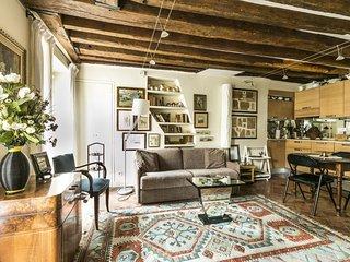 Rue du Bac Studio apartment in 07eme - Tour Eiffel with WiFi & lift.