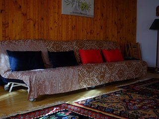 Cozy Chalet (Bedroom 1)