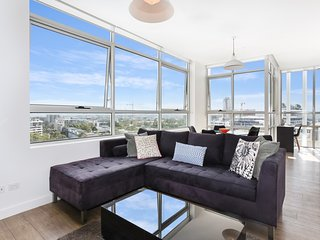 As the Sun Sets - Modern and Spacious 2BR Zetland Apartment Facing the Setting