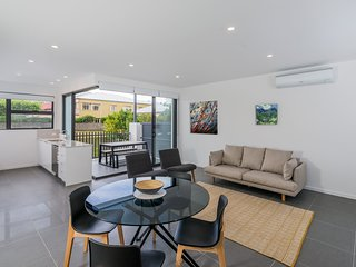 Oxford Steps - Executive 2BR Bulimba Apartment Across from the Park on Oxford St