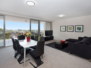 The Junction Palais - Modern and Spacious 2BR Bondi Junction Apartment Close to