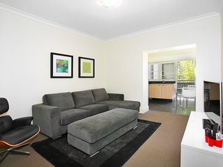 I Can View Woolloomooloo - 2BR Art Deco Potts Point Apartment with Views from