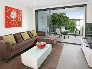 Back of the Block Bulimba - Executive 3BR Bulimba apartment with leafy outlook