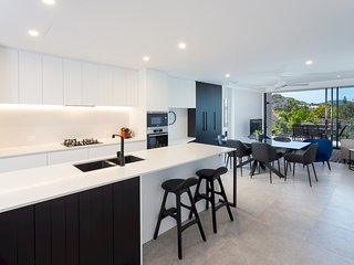 Luxury on Cadell - brand new 3BR Auchenflower apt close to hospital and CBD