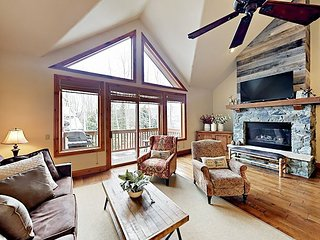 Ski-In/Ski-Out 2BR at Arrowhead Village w/ Pool, Hot Tubs, Golf & Restaurant