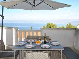Duplex Top Floor Apartment with Stunning Sea Views, in Quiet Area, 200m to beach