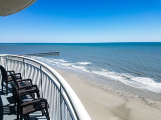 2BR/2BA Deluxe Oceanfront Condo at Sandy Beach Resort~Sandy Beach 1612