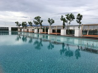 Sutera Avenue Infinity Pool Stylish Suite HAPPY HOME