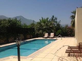 Bungalow With Pool, Mountain And Sea Views, AC, secure WIFI, Not Overlooked.